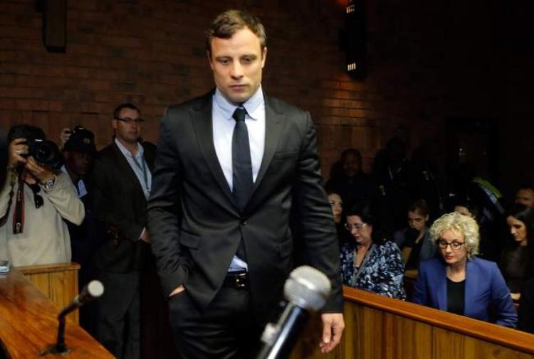 Pistorius cammina in aula senza protesi