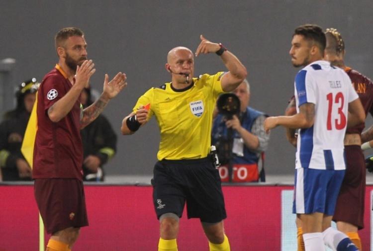 Roma, tre giornate di squalifica per De Rossi in Europa League