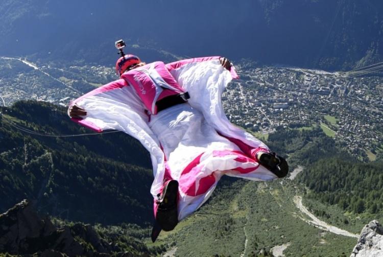Aosta, base jumper russo muore schiantandosi contro una casa