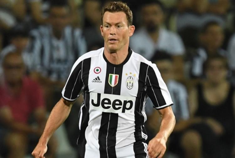 Calciomercato Juventus: Lichsteiner nell'agenda del Barcellona