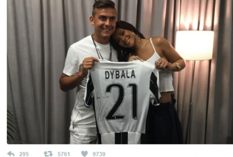 Dybala, auguri speciali a Rihanna: