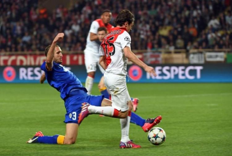 Champions, la Juve imbriglia il Barcellona e vola in semifinale