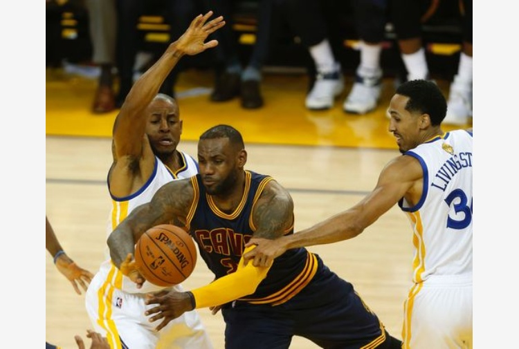 LeBron James torna The King e trascina i Cavs al successo