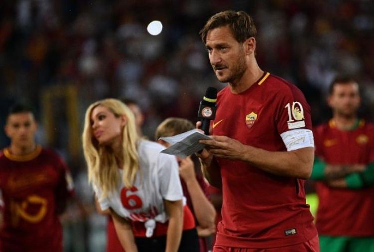 Calciomercato Roma, Totti scherza sul futuro: