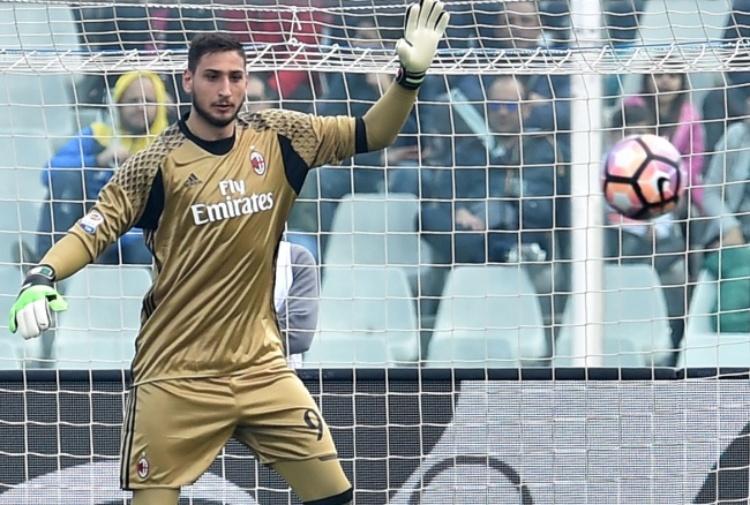 Donnarumma, è gelo tra il Milan e Raiola: la situazione
