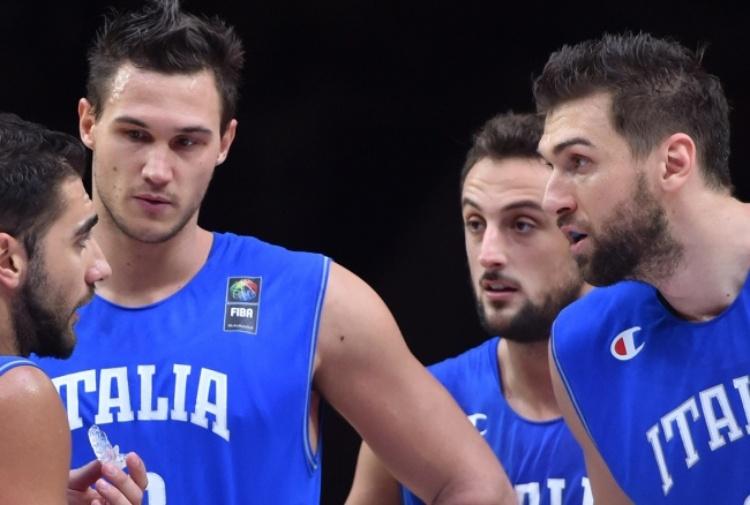Gallinari, che follia! Pugno all'avversario, mano rotta e addio europeo di basket