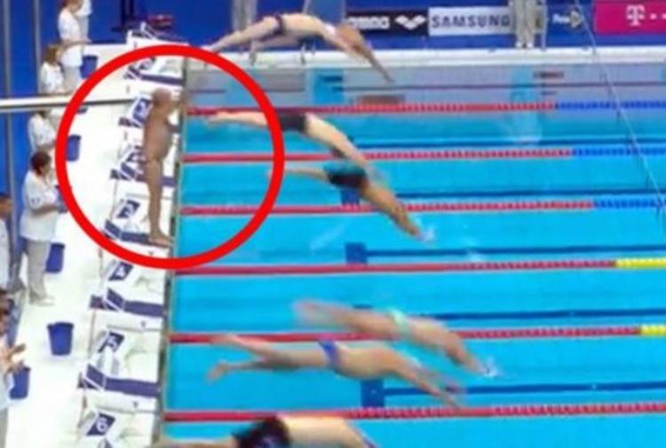 Negano minuto di silenzio ai Mondiali master di Budapest. Il nuotatore spagnolo si ribella e resta immobile per protesta