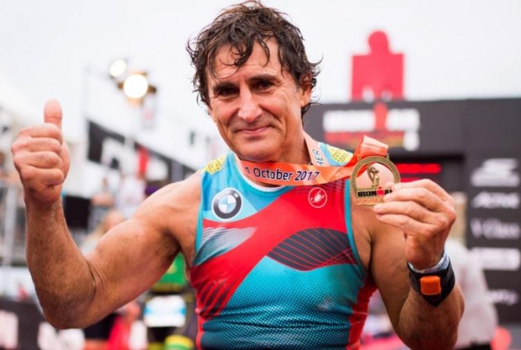 Zanardi oltre ogni limite: suo il record del mondo nell'Ironman