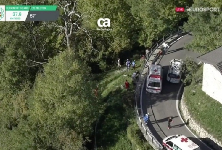 Giu' nel baratro: terribile incidente al Giro di Lombardia