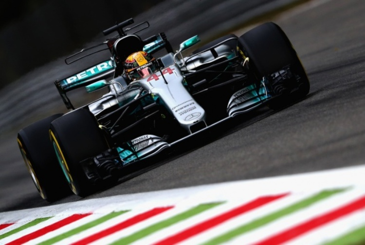 Hamilton ancora in pole, Vettel insegue
