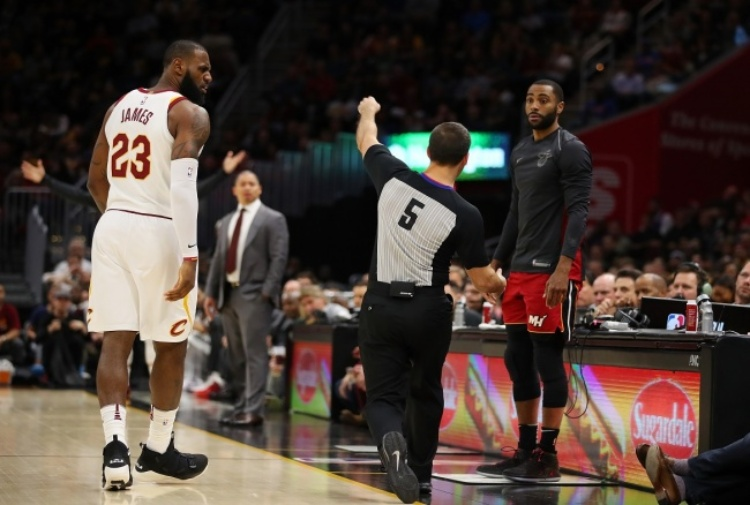 NBA, Cavs vincenti ma James espulso