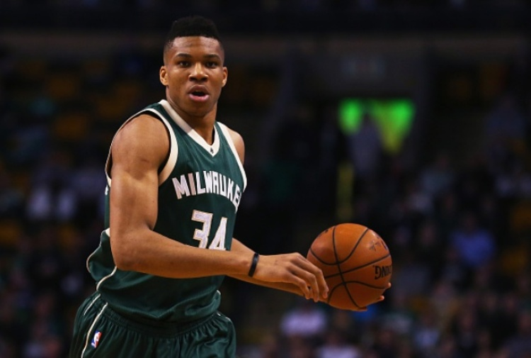 NBA, Antetokounmpo batte James