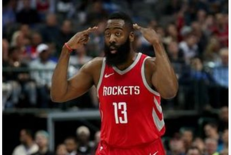 Houston supera San Antonio, Harden 28
