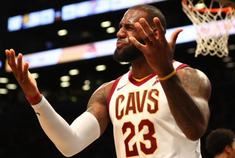 NBA, James salva i Cavs