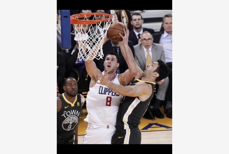 Nba: a Gallinari il derby di Los Angeles