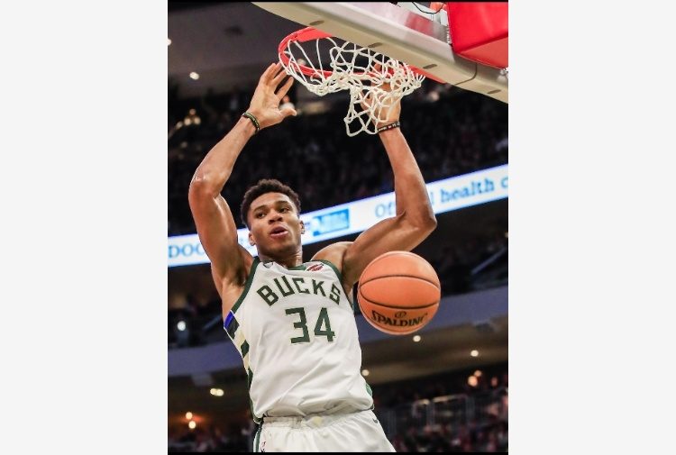 Basket Nba: Giannis super non basta ai Bucks, vince Toronto