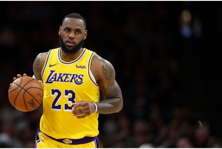 Basket Nba, crollano i Lakers, grande LeBron James