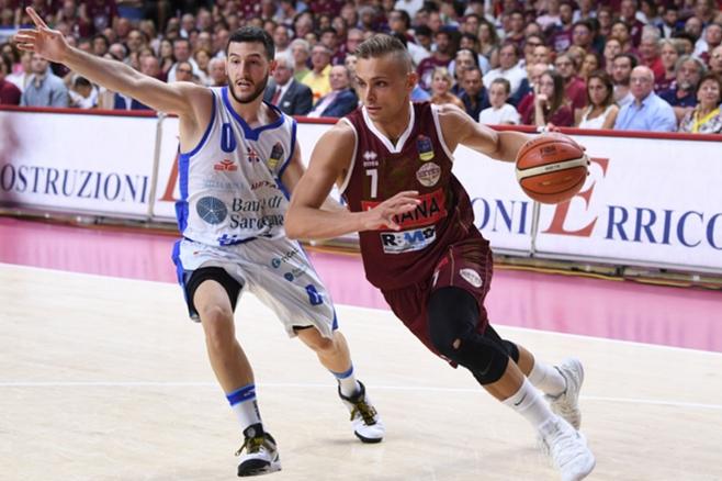 Basket, finale scudetto: Sassari-Venezia 87-77, si va alla bella